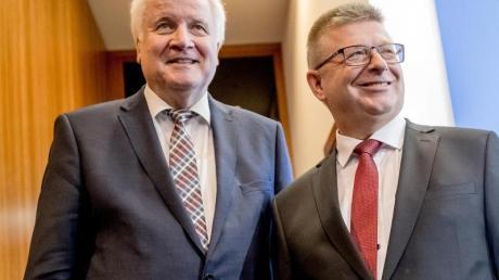 Bundesinnenminister Horst Seehofer und Thomas Haldenwang, der neue Präsident des Bundesamts für Verfassungsschutz.