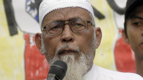 Baschir lebte mehrere Jahre in Malaysia im Exil. Seit seiner Rückkehr 1998 saß er mehrfach im Gefängnis. Wegen Unterstützung für ein terroristisches Ausbildungscamp wurde er schließlich 2011 zu 15 Jahren Haft verurteilt.