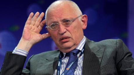 Der ehemalige EU-Kommissar Günter Verheugen warnt beim Thema Brexit vor einer langen Phase der Verunsicherung von Wirtschaft und Bürgern.