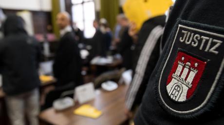"""""""Der deutsche Staat ist kein Amateurverein"""", sagt der ehemalige Bundesrichter Thomas Fischer – in Syrien werde vor Ort ermittelt, um mutmaßliche IS-Mitglieder vor Gericht zu bringen."""