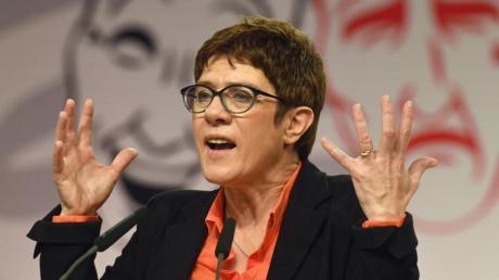 CDU-Chefin Annegret Kramp-Karrenbauer fordert mehr Regeln für YouTuber.