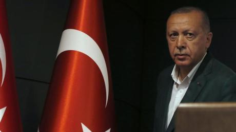 Recep Tayyip Erdogan hat seine islamisch-konservative Regierungspartei AKP zum Gewinner der türkischen Kommunalwahl erklärt. Foto: Lefteris Pitarakis/AP/