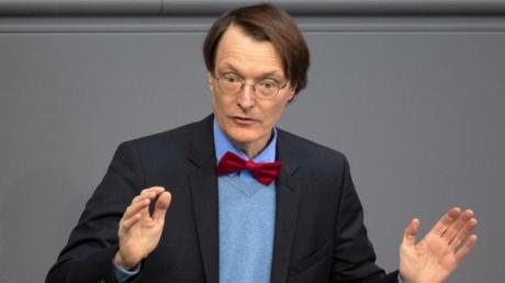 SPD-Gesundheitsexperte Karl Lauterbach betonte, die Bluttests seien sicherer und medizinisch besser als bisherige Verfahren. Foto: Ralf Hirschberger