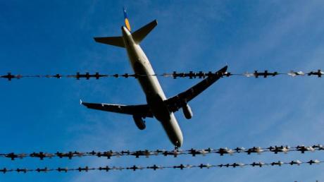 Zahlreiche Migranten müssten Deutschland eigentlich wieder verlassen. Aber Abschiebungen scheitern aus den unterschiedlichsten Gründen. Foto: Julian Stratenschulte