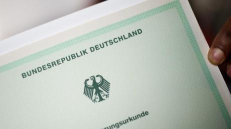 Für sogenannte Identitätstäuscher gilt bislang eine Fünf-Jahres-Frist: Wer nach diesem Zeitraum auffliegt, verliert seine deutsche Staatsangehörigkeit nicht. Foto: Julian Stratenschulte
