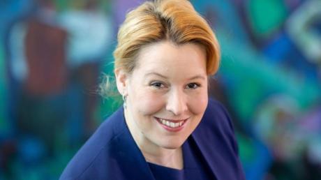 Franziska Giffey will sich für Altersangaben einsetzen, um Kinder vor gefährlichen Inhalten in Apps zu schützen. Foto: Kay Nietfeld