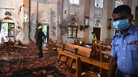 Und dann ist da nur noch Schutt und Tod: Mehr als 1000 Gläubige haben in der St.-Sebastian-Kirche auf Sri Lanka den Ostergottesdienst gefeiert, mindestens 102 kamen durch einen Terroranschlag ums Leben.