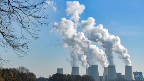 Manche Kohlekraftwerke bleiben doch länger am Netz als geplant.