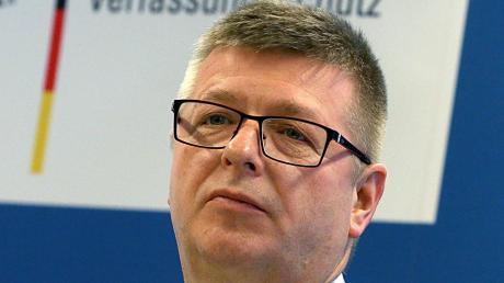 """Verfassungsschutzchef Haldenwang warnt vor der """"Neuen Rechten""""."""