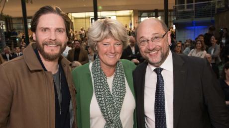 Prominente Mitstreiter. Der frühere Präsident des EU-Parlaments, Martin Schulz, mit Schauspieler Daniel Brühl und der Kulturstaatsministerin Monika Grütters (CDU).