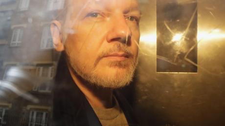 Julian Assange kürzlich beim Verlassen eines Gerichts.