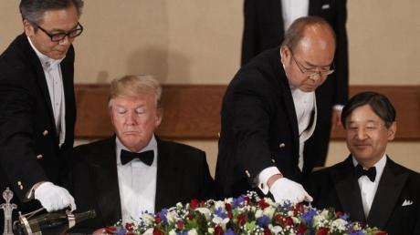 Donald Trump und Kaiser Naruhito von Japan während des Staatsbanketts im Kaiserpalast. Foto: Evan Vucci/AP