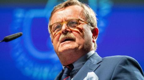 """Frank Ulrich Montgomery ist Vorsitzende des Weltärztebundes. Er sieht in den unterschiedlichen Maßnahmen gegen das Coronavirus in Deutschland eine problematische """"Kleinstaaterei""""."""