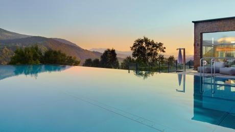 Der Infinity-Pool im Hotel Bergkristall in Oberstaufen ist eine der Neuerungen nach einer großen Renovierung 2017/2018. Der Freistaat förderte dieses Projekt mit gut zwei Millionen Euro.