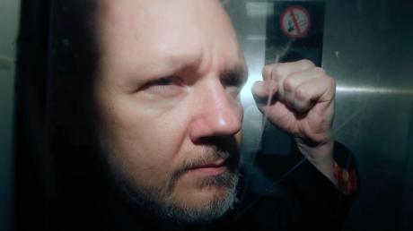 An diesem Freitag soll die nächste Anhörung im Fall Assange stattfinden. Erwartet wird, dass er per Videoschalte aus dem Gefängnis teilnehmen wird.