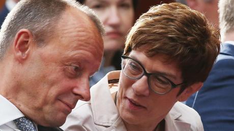 Sie hat gewonnen und er verloren – eigentlich. Annegret Kramp-Karrenbauer hat Friedrich Merz im Rennen um den CDU-Vorsitz geschlagen. Seitdem ist ihr aber nicht mehr viel geglückt.