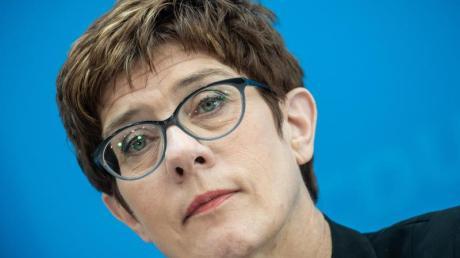 CDU-Chefin Annegret Kramp-Karrenbauer steht in der Kritik - mal wieder.