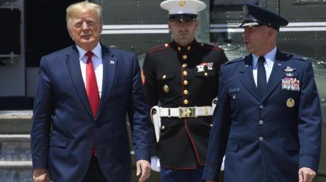 Auf dem Weg nach Osaka: US-Präsident Donald Trump auf der Andrews Air Force Base.