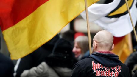 Immer mehr Rechtsextremisten treten offen in Erscheinung. Mindestens die Hälfte gilt als gewaltbereit.