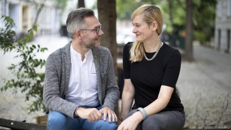 Schau mir in die Augen: Christina Kampmann und Michael Roth trauen sich, sie wollen als Duo für den SPD-Parteivorsitz kandidieren.
