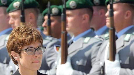 Für Verteidigungsministerin Annegret Kramp-Karrenbauer ist klar, dass Deutschland den Weg in Richtung zwei Prozent des Bruttoinlandsproduktes fürs Militär gehen muss. Foto: Wolfgang Kumm