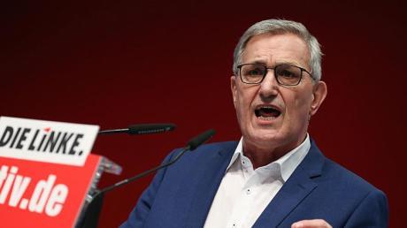 Linken-Chef Bernd Riexinger stellte sich ausdrücklichhinter die Klimaschützer, die während der Hauptversammlung zu Hunderten vor der Halle gegen Siemens protestierten.