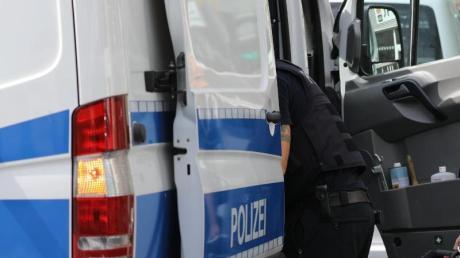 43 Polizisten waren bei einer Razzia in den Stauden im Einsatz.