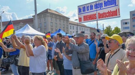 In Brandenburg und Sachsen wird am 1. September gewählt. Die Landtagswahl in Thüringen ist knapp zwei Monate später.