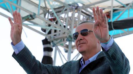 Wegen Facebook-Einträgen muss ein Deutscher in der Türkei ins Gefängnis. Erdogan sieht das als legitimen Kampf gegen mutmaßliche Staatsfeinde.