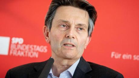 Rolf Mützenich bei einer Pressekonferenz Ende Juni in Berlin. Foto: Kay Nietfeld