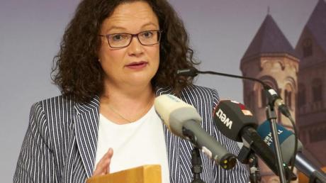 Andrea Nahles, ehemalige Vorsitzende der SPD, bei ihrem Vortrag im Kloster Maria Laach in der Eifel.