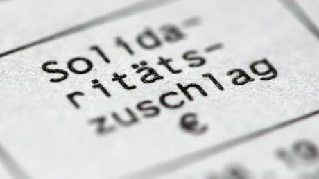 In der Union drängen viele auf eine vollständige Soli-Abschaffung. Die FDP würde die Sonderabgabe für den Aufbau der ostdeutschen Bundesländer am liebsten noch 2019 abschaffen.