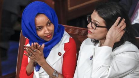 Die Abgeordneten des US-Repräsentantenhauses, Ilhan Omar (l) und Rashida Tlaib. Foto: J. Scott Applewhite/AP