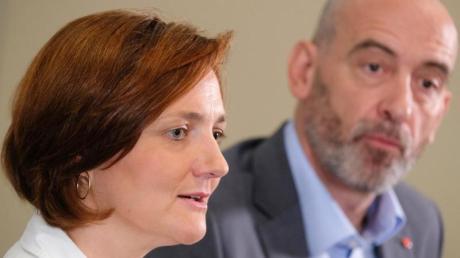 Das SPD-Bewerberduo Simone Lange, Oberbürgermeisterin von Flensburg, und Alexander Ahrens, Oberbürgermeister von Bautzen, will die Große Koalition beenden.
