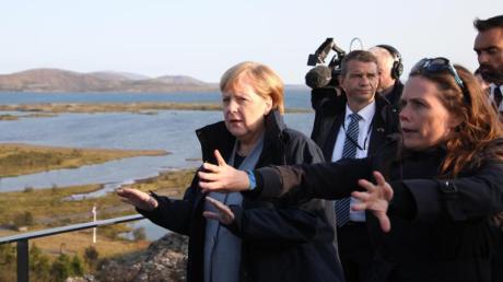 Noch einmal in der Rolle der «Klimakanzlerin»? Angela Merkel im Thingvellir-Nationalpark mit der isländischen Ministerpräsidentin Katrín Jakobsdóttir (r.).