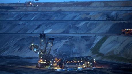 Braunkohlebagger arbeiten im Tagebau Garzweiler II. Wirtschaftsminister Altmaier hat einen Gesetzentwurf für den Strukturwandel in Kohleregionen vorgelegt.