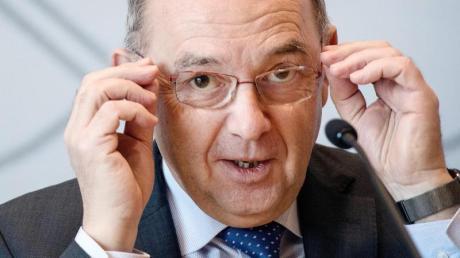 Norbert Walter-Borjans (SPD) kandidiert gemeinsam mit Saskia Esken für den SPD-Vorsitz. Er rät seiner eigenen Partei davon ab, einen Kandidaten für das Kanzleramt zu benennen.