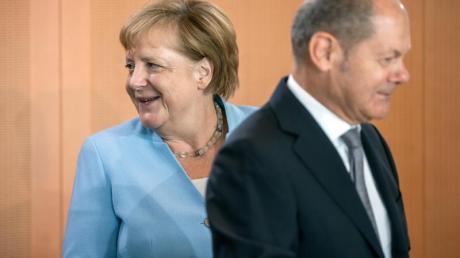 Kanzlerin Angela Merkel und Vizekanzler Olaf Scholz vor einer Kabinettssitzung im Kanzleramt. Foto: Michael Kappeler