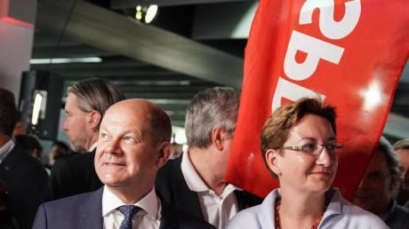 Olaf Scholz (l) und Klara Geywitz treten als Duo für den SPD-Parteivorsitz an.
