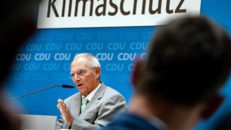 Bundestagspräsident Wolfgang Schäuble spricht zum Beginn des CDU-«Werkstattgesprächs» zum Klimaschutz in Berlin. Foto: Michael Kappeler