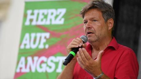 """Im ARD-""""Bericht aus Berlin"""" am Sonntag zeigte sich der Chef der Grünen, Robert Habeck, nicht sattelfest, was Wirkung und Ausgestaltung der Entfernungspauschale angeht."""