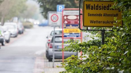Schild des Ortsteils Waldsiedlung der Gemeinde Altenstadt. Der Ortsbeirat hatte einen NPD-Funktionär einstimmig zum Ortsvorsteher gewählt.