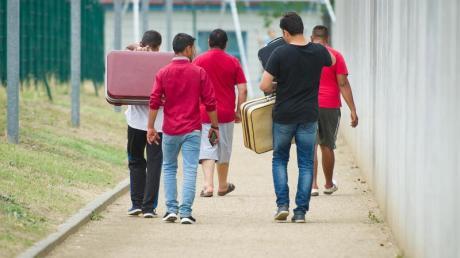Männer in einer Aufnahmeeinrichtung für Flüchtlinge. Foto: Christoph Schmidt