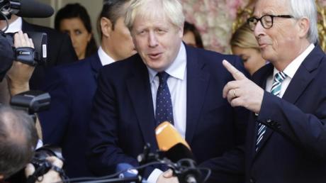 Boris Johnson zusammen mit Jean-Claude Juncker nach ihremTreffen in Luxemburg.