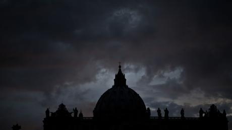 Über dem Vatikan braut sich das nächste Skandalgewitter zusammen. Die Razzia betraf auch die Regierungszentrale im Papstpalast.