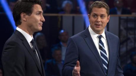 Der konservative Andrew Scheer (r.) fordert Kandas derzeitigen Premierminister Justin Trudeau (l.) heraus.
