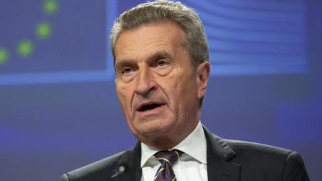 Günther Oettinger (CDU), der scheidende deutsche EU-Kommissar, spricht während einer Pressekonferenz über die Haushaltsplanungen für die Zeit 2021 bis 2027.