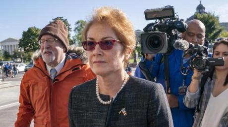 Marie Yovanovitch, ehemalige US-Botschafterin in der Ukraine, bei ihrer Ankunft am Kapitol. Foto: J. Scott Applewhite/AP/dpa