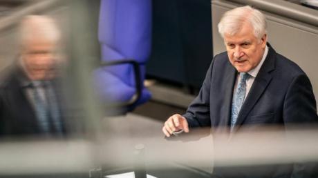 Innenminister Seehofer spricht in der Bundestagsdebatte zur Bekämpfung von Antisemitismus.