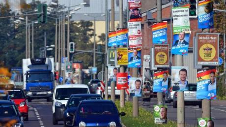 Wahlplakate in Erfurt:Thüringen wählt am 27. Oktober einen neuen Landtag.
